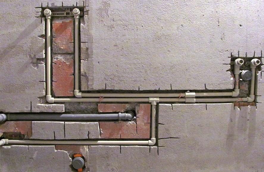 Штробление стен под трубы водоснабжения