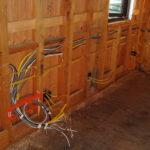 Особенности проводки для деревянного дома