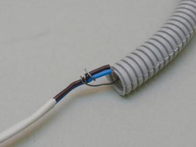 Как затянуть кабель в гофру