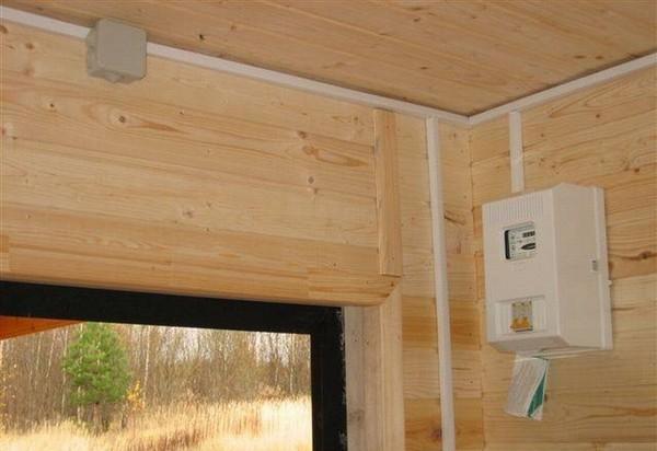 Вариант наружной электропроводке на даче